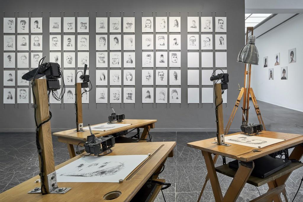 Patrick Tresset, Human Study #1 3RNP, 2011-18 Installation view Frankfurter Kunstverein, 2018, Photo: N. Miguletz, © Frankfurter Kunstverein, Courtesy of the artist