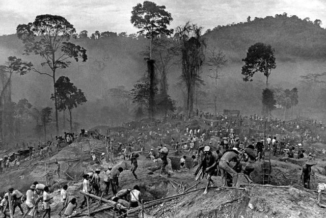 , 'Gold mining at Serra Pelada, Pará, 1980,' 2017, Utópica