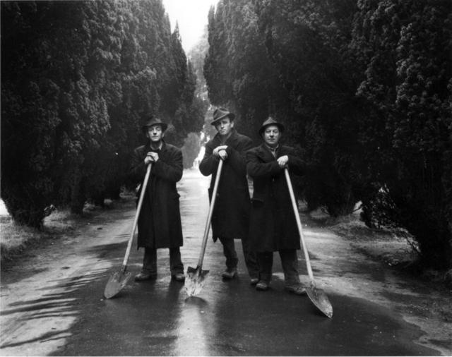 Evelyn Hofer, 'Gravediggers, Dublin', 1966, ROSEGALLERY