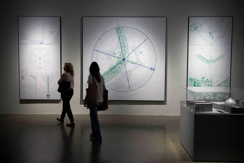 Jonas Staal Nosso Lar, Brasília, 2014 Styreen, MDF, perspex 1000 × 1000 × 150 cm