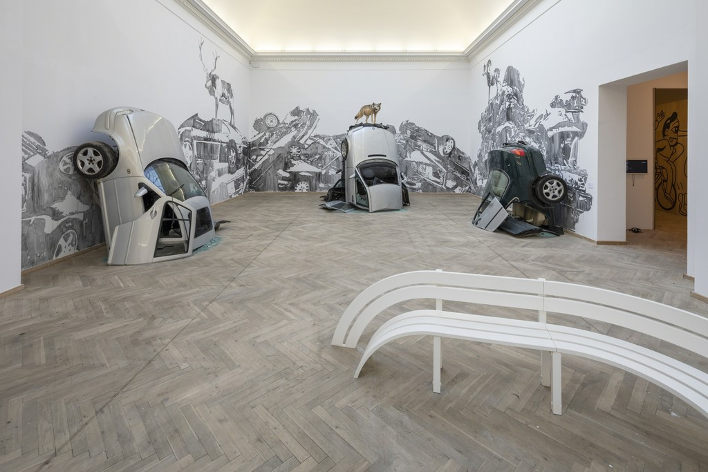 'Big Art', Jeppe Hein, 'Modified Social Bench' (2012), Victor Ash 'Car Mountains' (2018). Installation view, Kunsthal Charlottenborg, 2018. Photo by Anders Sune Berg.