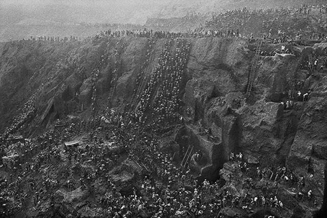 Sebastião Salgado, 'Gold Mine of Serra Peleda, Pará, Brazil', 1986, Galerie Bene Taschen