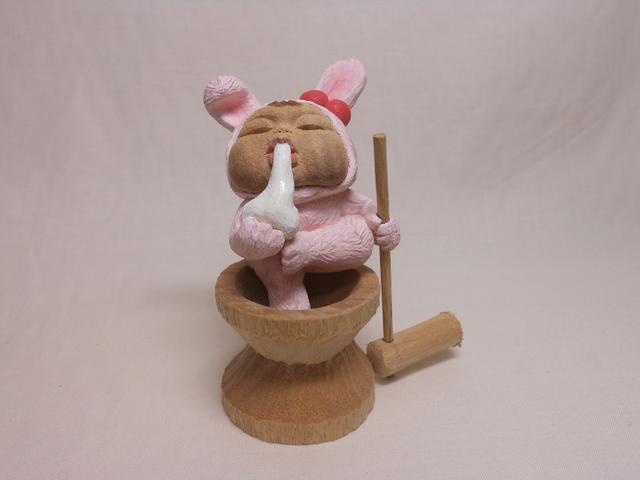 Miki NAGASAKI, 'Moon-viewing Aa-chan (with pounder and mortar)', 2013, Sculpture, Camphor, Watanuki Ltd. / Toki-no-Wasuremono