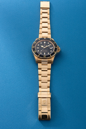 A fine and attractive yellow gold diver's wristwatch with date, sweep center seconds, bracelet, guarantee, hang tag and box