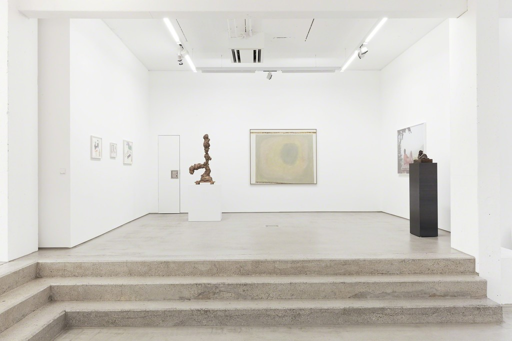 installation view G2 Kunsthalle, Hildebrand Collection, with art works by (from left to right) Anna K.E., Tal R, Juliana Ortiz, Grit Hachmeister and Thomas Schütte, photo: Dotgain © the artists & G2 Kunsthalle, Leipzig.