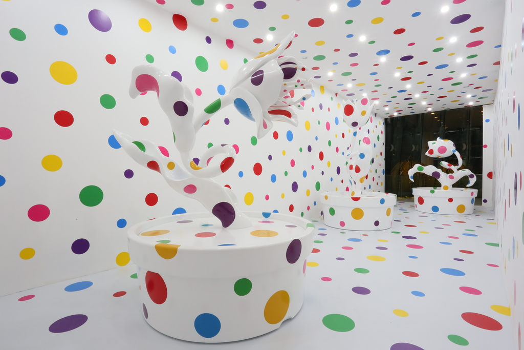 Yayoi Kusama With All My Love for the Tulips, I Pray Forever, 2013-2014 fiberglass reinforced plastic, urethane paint and stickers, dimensions variable Installed at Shanghai MoCA, 2013-2014 © YAYOI KUSAMA Courtesy of Ota Fine Arts, Tokyo / Singapore / Shanghai