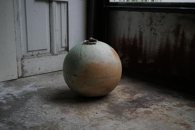 , '自然釉丸壷大 Round large jar natural ash glazed,' , Kami ya Co., Ltd.