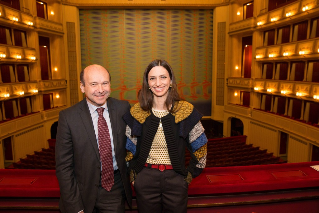 "Tauba Auerbach and Dominique Meyer in front of the ""Safety Curtain"" at the Vienna State Opera, Copyright: museum in progress (www.mip.at), Photo: Andreas Scheiblecker"