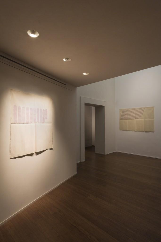Giorgio Griffa : Esonerare il Mondo , To relieve the world– ABC-ARTE Contemporary art Gallery – 2015  Orizzontale verticale 1977, 102 x 96 cm - 40 1/8 x 37 1/4 in , acrylic on cotton Obliquo 1978, 90 x 97 cm - 35 3/8 x 38 1/4 in , acrylic on cotton www.abc-arte.com