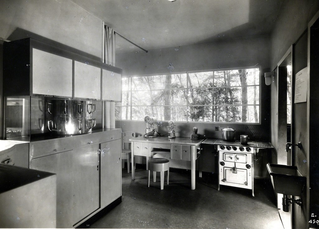Gruppo 7 | Casa Elettrica, cucina, IV Triennale di Milano (1930 ...