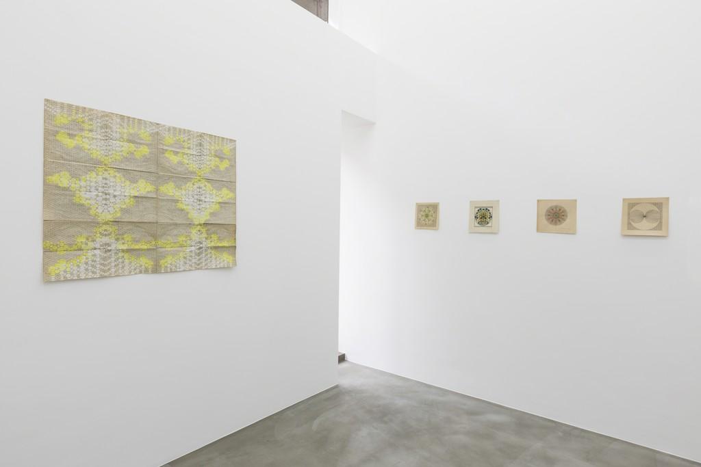 Galerie In Huis : Lore vanelslande u cosmogram galerie zwart huis artsy
