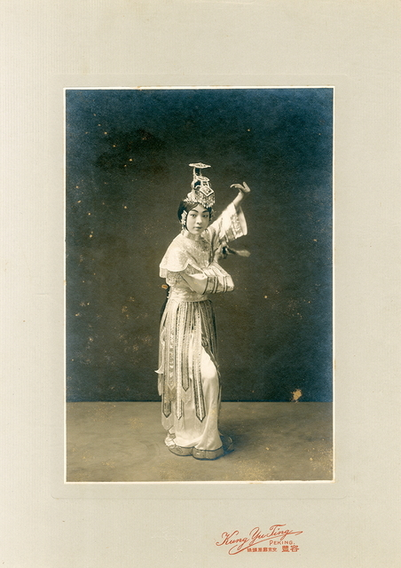 , 'Rongfeng photo studio (transliterated of Chinese name), Portrait of Bi Yunxia playing'Farewell My Concubine',' ca. 1910, Taikang Space