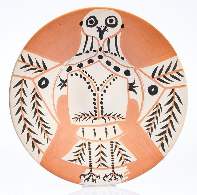 Pablo Picasso, 'Hibou blanc sur fond rouge', 1957, Terracotta ceramic plate, partially engraved, with coloured engobe, Heritage Auctions