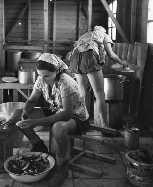 Robert Capa, 'Israel, the new settlements: Ain Geb, Negba, Mefalsim', 1948-1950, Il Ponte