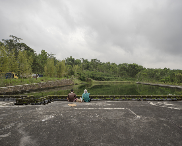 , 'Mining workers relaxing, water storage for Merapi golf, Petung, Yogyakarta,' 2016-2017, Francesca Maffeo Gallery