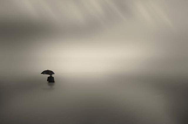 , 'El hombre que bailaba las olas,' 2015, Galería BAT Alberto Cornejo