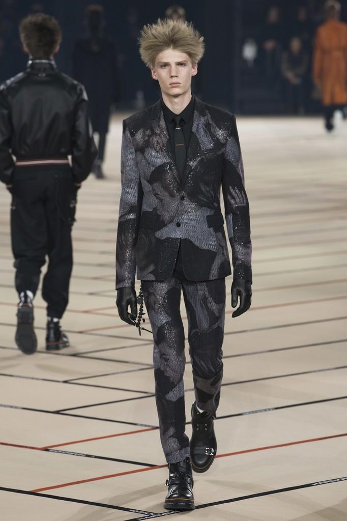 Dior Homme x Dan Witz Winter 2017/2018 Collection runway look.