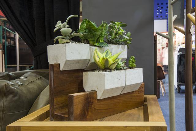 , 'Jardinera 5 concreto y parota,' 2014, So Ho Arquitectos