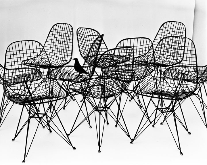 Wire Chairs with Eames House Bird, 1953, Photograph: Charles Eames, © Eames Office LLC