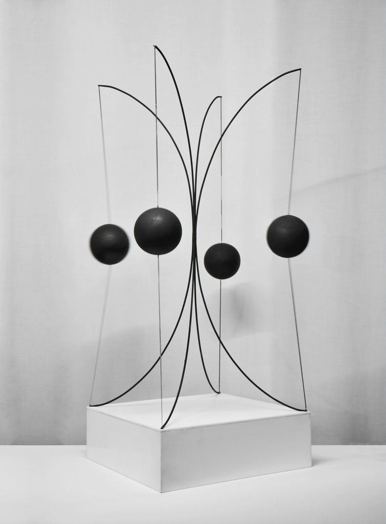 Francisco Sobrino Sphères pulsations, 1970 Boules noires en liège sur resorts / Black cork balls on springs H 91 x 38 x 38 cm / H 31.8 x 15 x 15 in © Sobrino, Courtesy Galerie Mitterrand