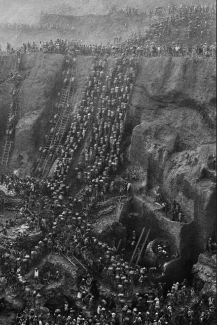 , 'Gold Mine, Serra Pelada, (Figure Eight), Brazil,' 1986, Atlas Gallery