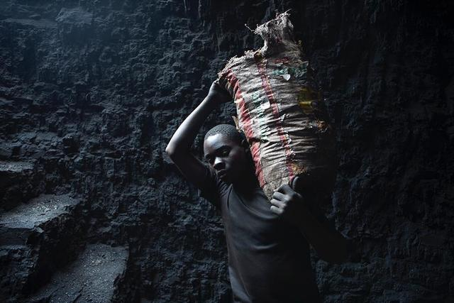 , 'Resiliência, From the series BlackMoney,' 2019, AKKA Project