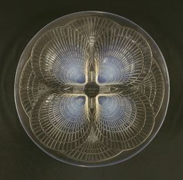 A Lalique 'Coquilles' opalescent glass dish