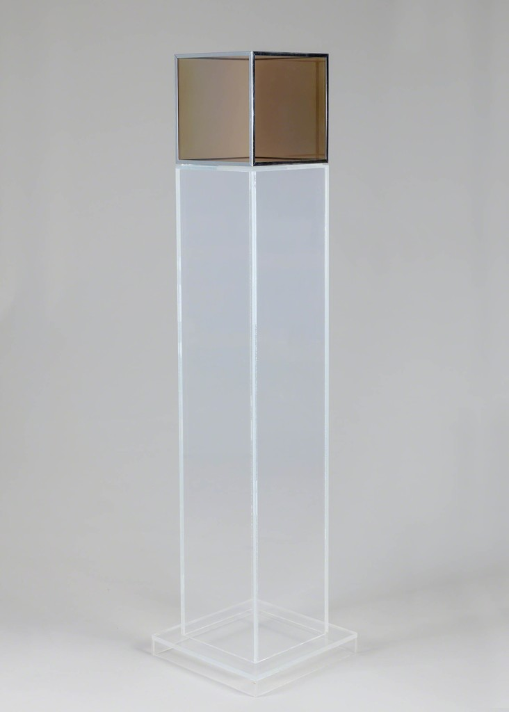 Larry Bell, Untitled 1966. Glass, vaporized gold, black chrome. Courtesy Hall Collection. Photo: Silvia Ros.