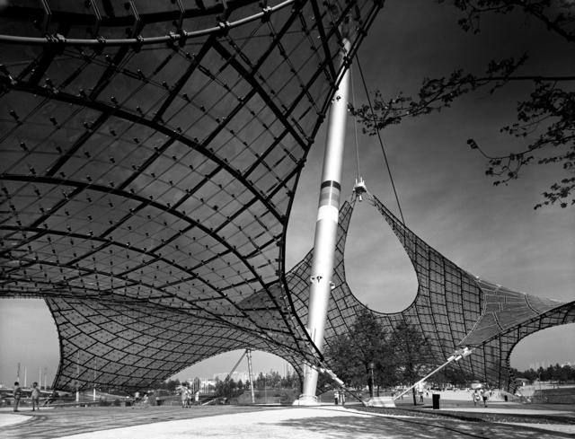 , 'Günter Behnisch und Frei Otto: Dach- konstruktion des Olympiastadions,' 1972, Museum für Fotografie