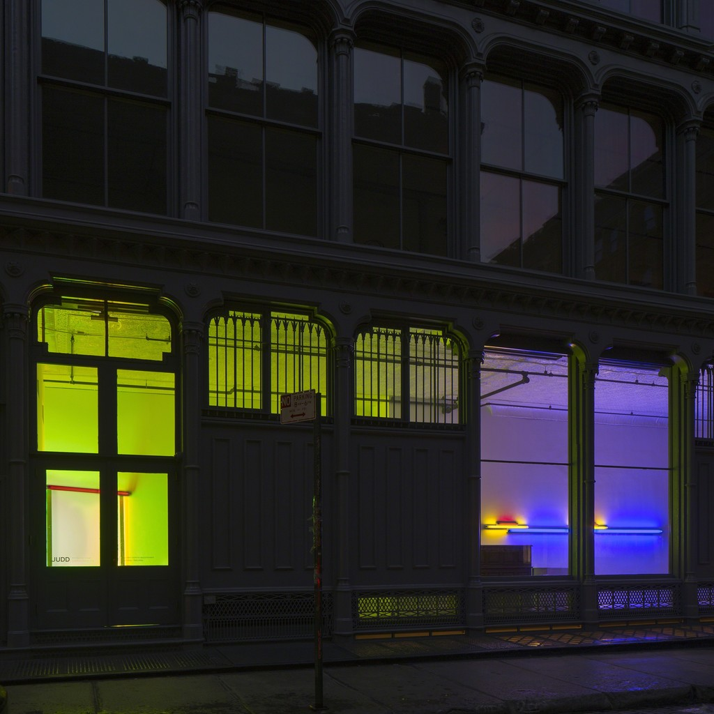 "Installation view of ""Dan Flavin, 2 works""at Judd Foundation © 2015 Stephen Flavin/Artists Rights Society (ARS), New York; courtesy of David Zwirner, New York/London"