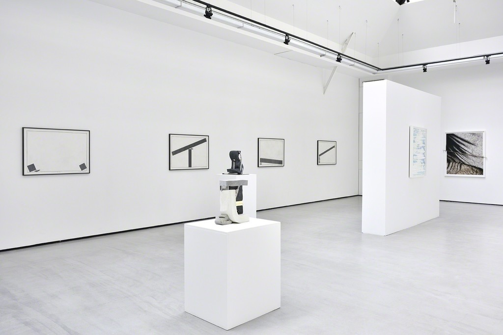 """Exhibition view """"g = 9,8 N.kg-1"""", group show with Dave HARDY, Keiji UEMATSU & Letha WILSON. © Photo: Rebecca Fanuele."""