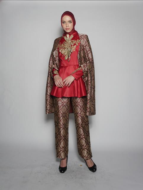 ", '""Ereditá Srivijaya"" for Torino Fashion Week 2017, ensemble (top, cape, headscarf, and skirt),' 2017, de Young Museum"