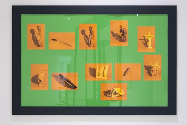 , 'Vitrina II; lámpara de vapor de sodio y aberración cromática,' 2018, Galería Hilario Galguera