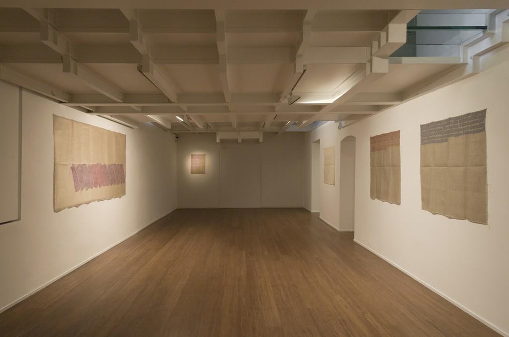 Giorgio Griffa : Esonerare il Mondo , To relieve the world– ABC-ARTE Contemporary art Gallery – 2015  Obliquo 1977, 119 x 235 cm - 46 7/8 x 92 1/2 in, acrylic on juta Due colori 1975, 68 x 50 cm - 26 3/4 x 19 3/4 in, acrylic on juta Obliquo 1978, 90 x 97 cm - 35 3/8 x 38 1/4 in, acrylic on cotton Segni orizzontali 1974, 100 x 100 cm - 39 3/8 x 39 3/8 in, acrylic on juta www.abc-arte.com