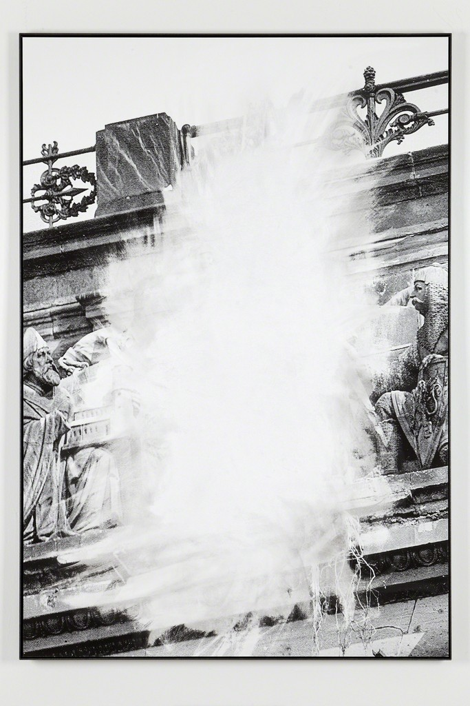 Daniel Poller, »Allein der Mittelstück«, 2017, erased pigment print, 160 x 110 cm, unique, from the series: Der große Gewinn, solo show, G2 Projektraum // G2 Kunsthalle Leipzig, 13 Oct – 1 Nov 2017 © the artist