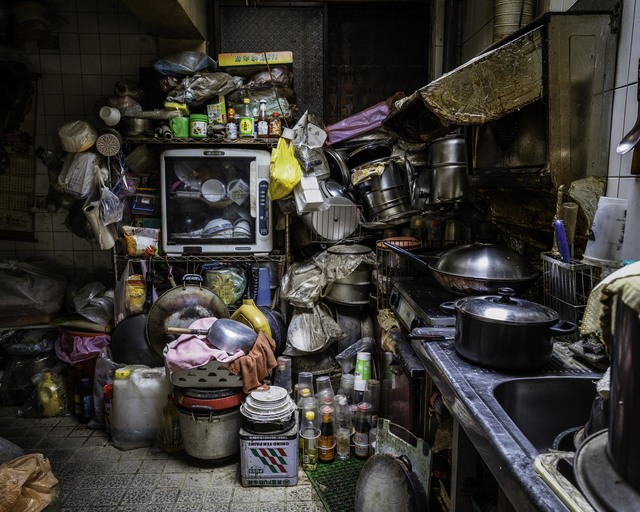 Yu-Hsiu HUANG, 'Hoarders - 12 囤積者 - 12', 2016, Photography, 藝術微噴 archival pigment print, Der-Horng Art Gallery