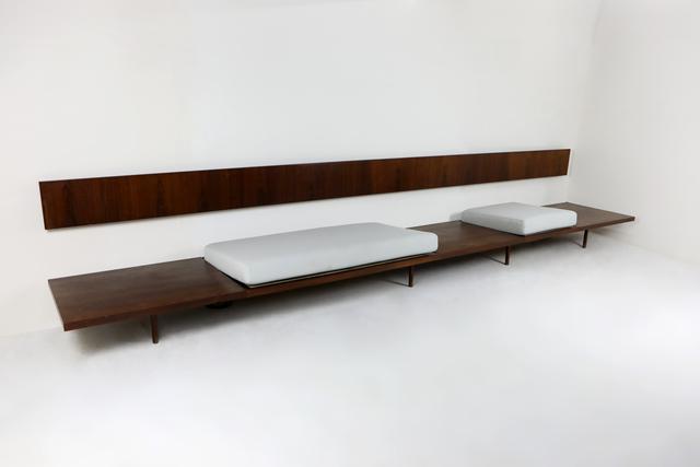 , 'long bench,' 1950s, Mercado Moderno