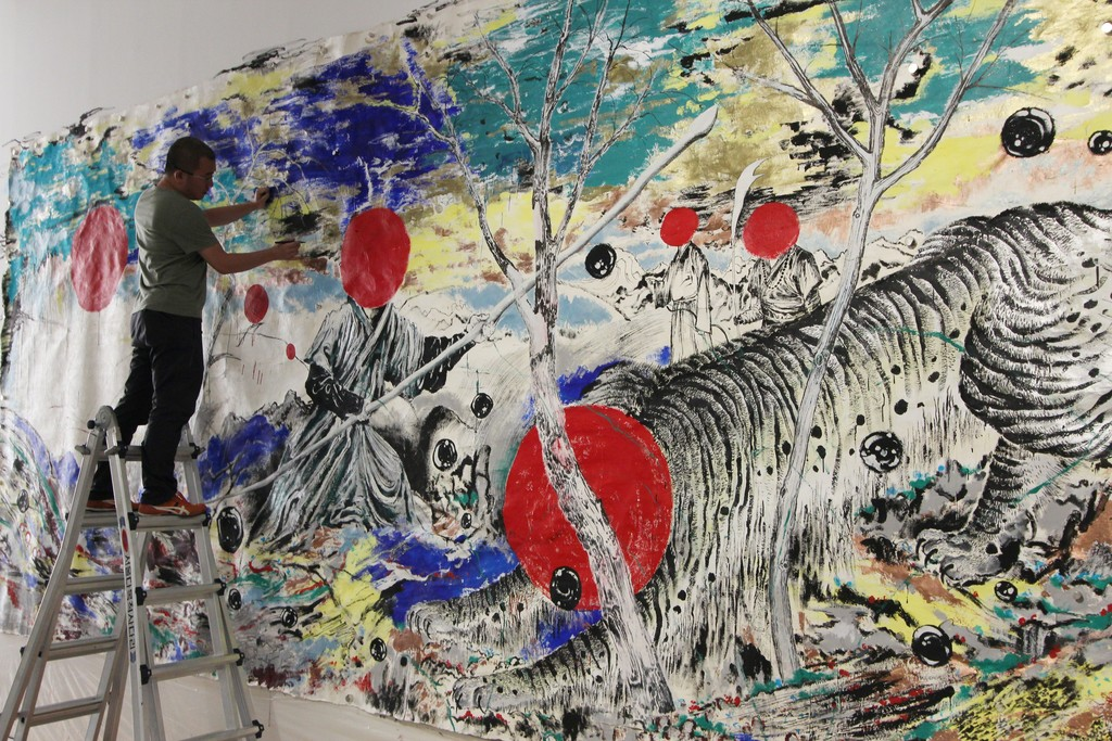 "Sun Xun working on site, ""Interesting Hunters All Perform Magic"", Aug 31 - Sep 5, 2017"