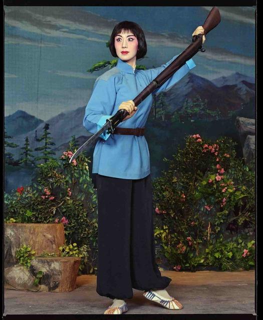 , 'Shi Min, jouant le rôle d'une héroïne révolutionnaire dans la pièce Du Juan Shan, au théâtre Yi Fu, octobre 2002, Shanghai 史敏,文革样板戏杜鹃山主角,逸夫舞台,2002年10月,上海,' 2002, Shanghai Gallery of Art