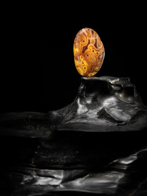 , 'A dark-brown and caramel agate boulder 幾何紋瑪瑙卵石,' , Rasti Chinese Art