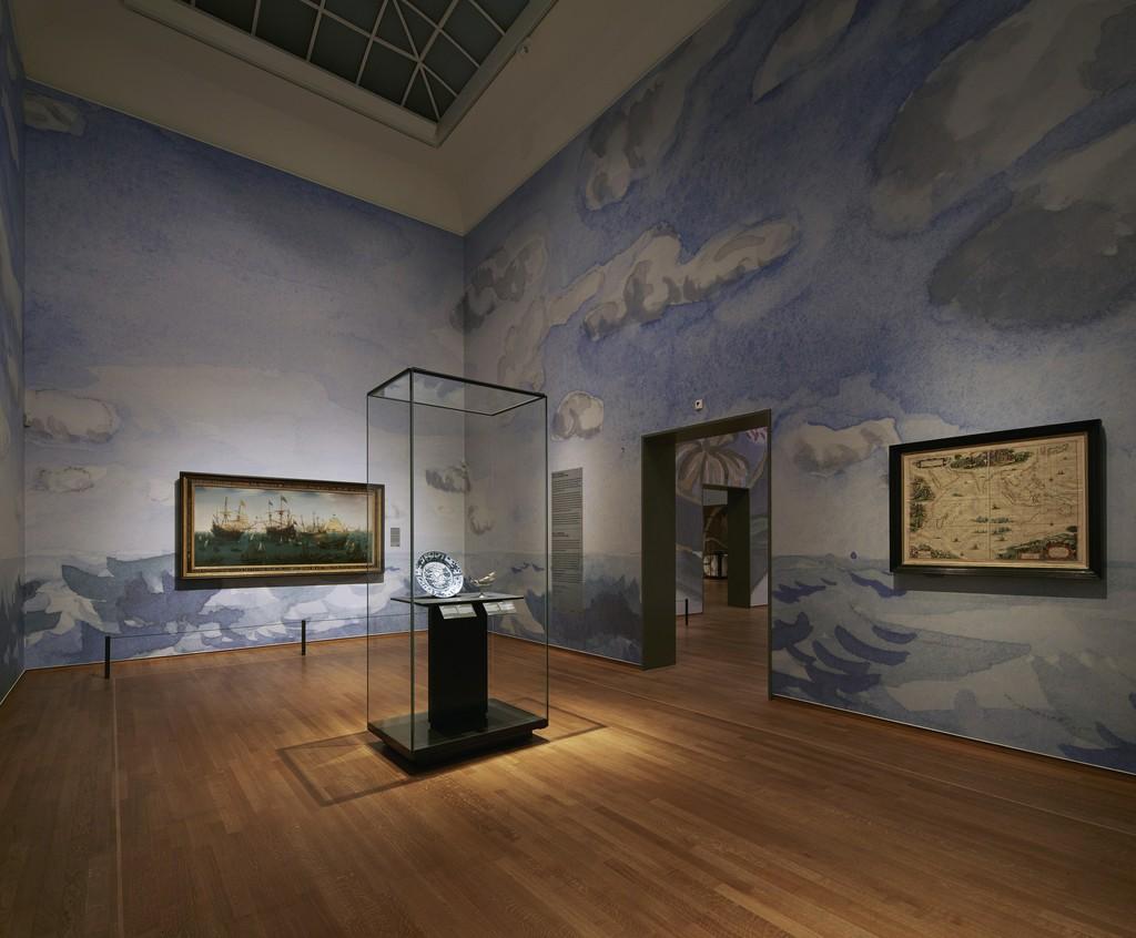 "Installation view, ""Asia > Amsterdam,"" Gallery 8. Rijksmuseum, Amsterdam (2015) Photo: Erik Smits"