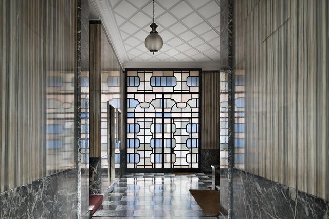, 'Ingressi di Milano. piazza VI Febbraio 10,' , TASCHEN