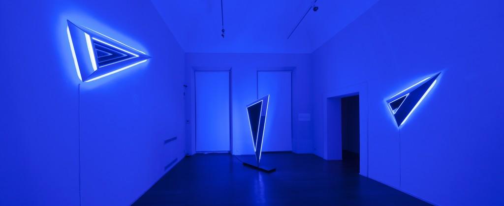 Nanda Vigo: Light Trek - ABC-ARTE Contemporary art Gallery - 2014-2015 Deep Space, 2014, 100 x 65 x 15 cm - 39 5/16 x 25 9/16 x 5 14/16 ins, specchio, vetro e luci neon Deep Space, 2014, 200 x 100 x 40 cm - 78 11/16 x 39 5/16 x 15 11/16 ins, specchio, vetro e luci neon Deep Space, 2014, 190 x 65 x 15 cm - 74 12/16 x 25 9/16 x 5 14/16 ins, specchio, vetro e luci neon www.abc-arte.com