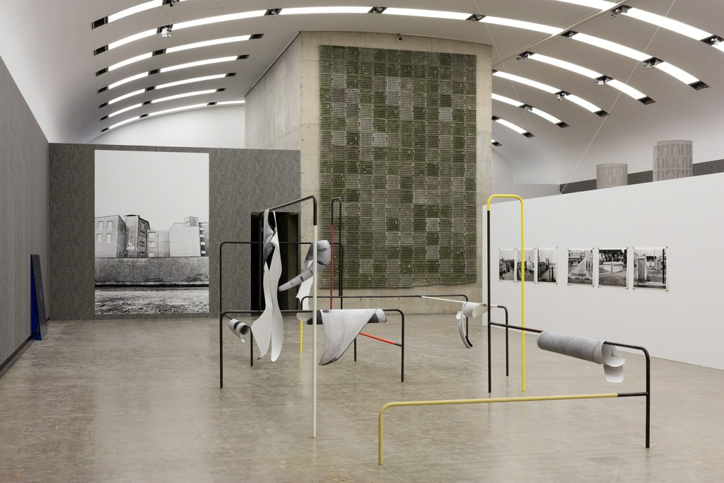 Installation view: Béton, Kunsthalle Wien 2016, Photo: Stephan Wyckoff