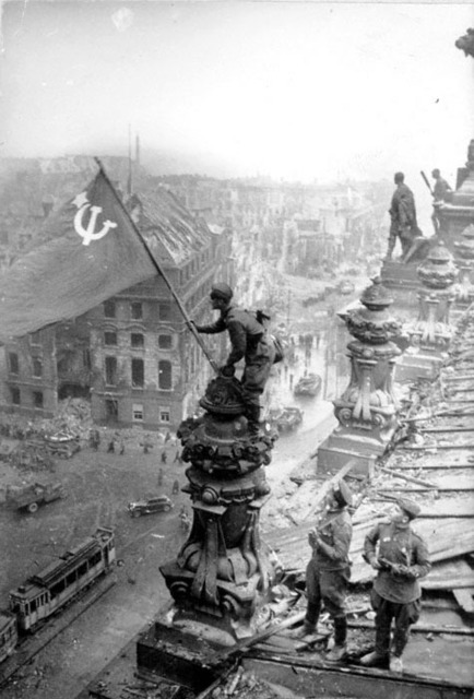 , 'Rasing a flag over the Reichstag,' 1945, Lumiere Brothers Gallery
