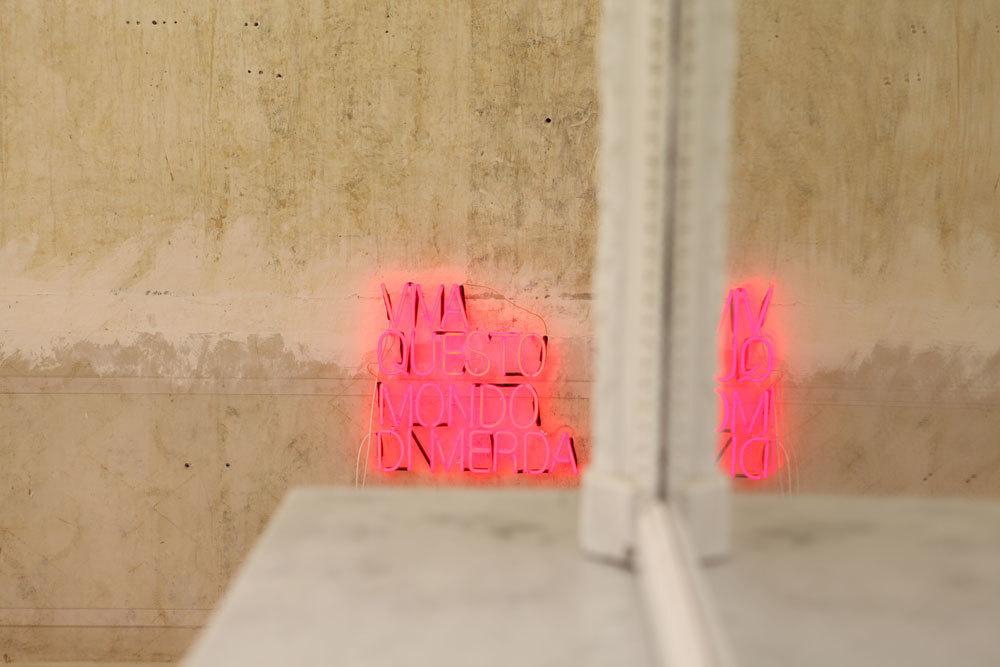 """Serena Fineschi, """"Viva Questo Mondo di Merda"""", 2012 neon, 40 x 40 cm"""