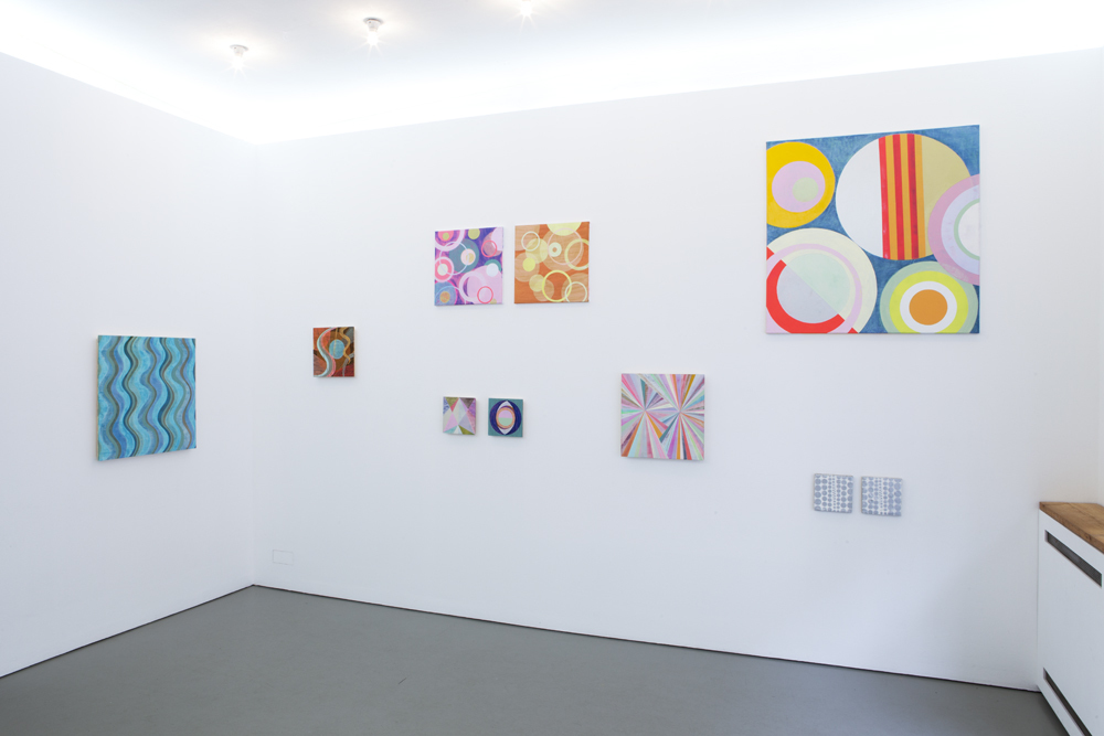 View into the exhibition with numerous paintings on canvas or on wood; photo: Lukas Heibges