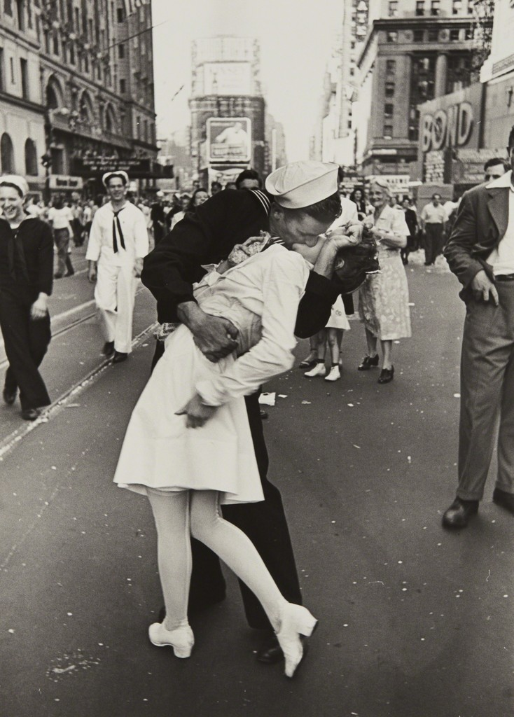 d1810c0a4d9c3 Alfred Eisenstaedt s Iconic Photo a V-J Day Kiss Has Been Debated for  Decades - Artsy