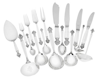 Acanthus / Dronningemønster. Sterling silver and silver cutlery.