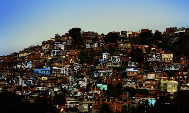 JR, '28 Millimètres : Women Are Heroes, Action dans la Favela Morro da Providência, Favela de Jour, Rio de Janeiro, Brésil,' 2008, JR Studio